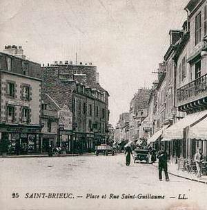Victor Bouhon célébra le premier culte protestant de Saint-Brieuc au 7, rue Saint-Guillaume, chez Mme veuve Young, le 18 septembre 1864.