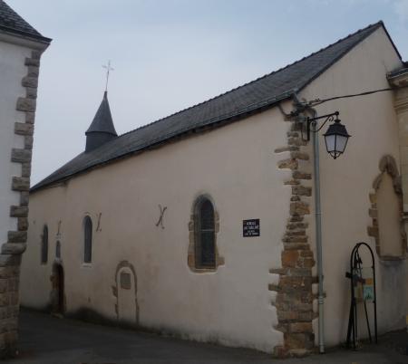 """La chapelle Notre-Dame, temple de La Roche-Bernard en 1558. État en 2013. On remarque sur la façade, la porte murée, dite """"des protestants""""."""