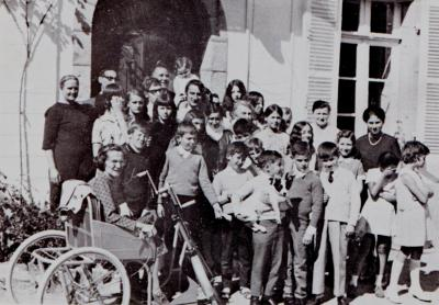 Les premiers enfants à la Maison Blanche.Au premier plan, dans son fauteuil roulant, Joséphine Calabria, aide et collaboratrice...