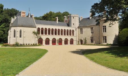 Le château de Lauvergnac en La Turballe. S'articulant autour d'un logis Renaissance, il a été entièrement restauré. Le château accueille aujourd'hui des événements (http://www.chateau-de-lauvergnac.fr/).