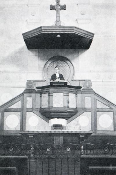 Chaire du temple de place de Gigant