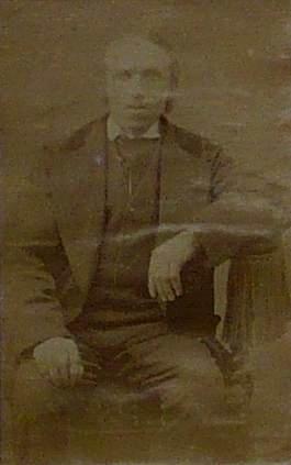 """Yves Omnès, dit """"Vieil Omnès"""". Registre des colporteurs français de la Société biblique britannique et étrangère."""