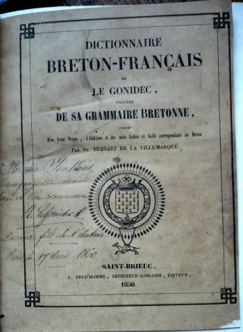 Le dictionnaire breton-français et la grammaire de Le Gonidec. Cet exemplaire dédicacé par un fils de l'auteur au pasteur John Jenkins a été utilisé pour la révision de la traduction de la Bible effectuée par le pasteur de Morlaix (Fonds Jenkins Le Roux).