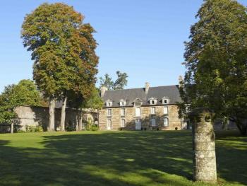 La façade sud du grand logis du château du Bordage, fortement remanié depuis le XVIIe siècle