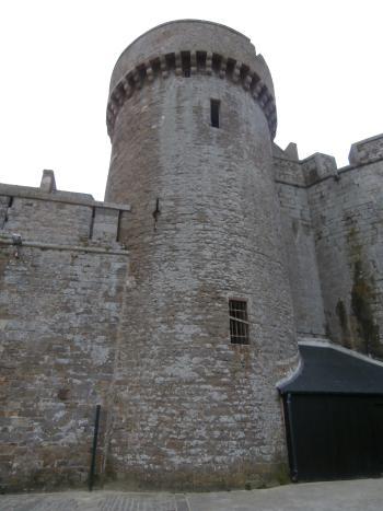Saint-Malo. Ancienne tour médiévale de l'enceinte du château.