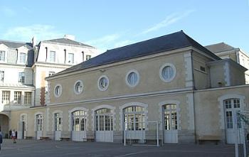 La salle des fêtes du Lycée Émile Zola à Rennes. Très proche du temple, elle accueillit le deuxième procès Dreyfus en 1899.